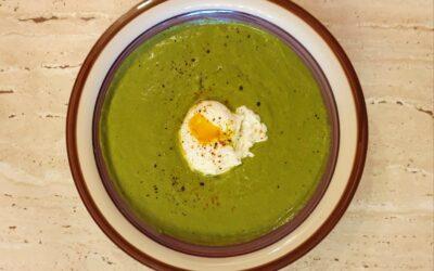 Supă cremă de spanac cu ou poșat