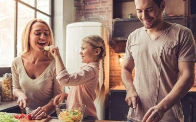 7 modalități prin care îi poți clădi copilului tău, o relație sănătoasă cu mâncarea